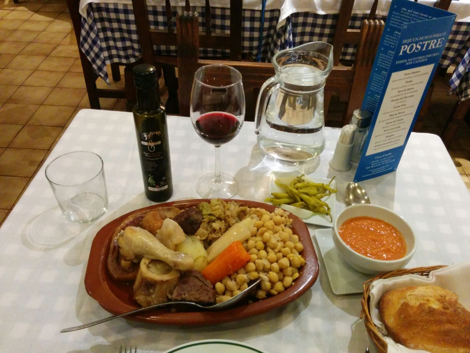 Casa Carola aparece en todas las guías de gastronomía como el mejor lugar para tomar Cocido Madrileño. Nos encanta que utilicen AOVE Carrasqueño para elaborar esta tradicional receta.